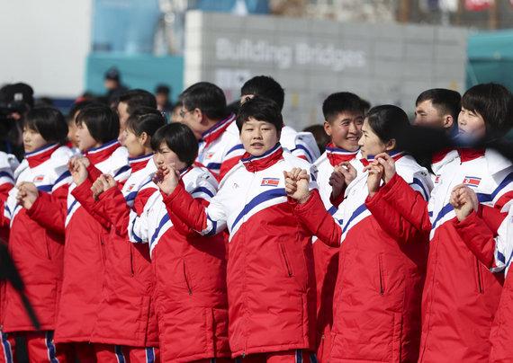 """""""Scanpix""""/""""Sipa USA"""" nuotr./Šiaurės Korėjos delegacija Pjongčango žiemos olimpinėse žaidynėse"""