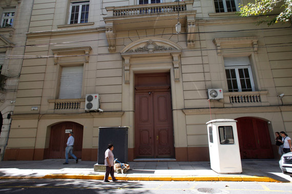 """""""Reuters""""/""""Scanpix"""" nuotr./Rusijos ambasadai Argentinoje priklausantis pastatas, kuriame buvo rasti lagaminai su kokainu"""