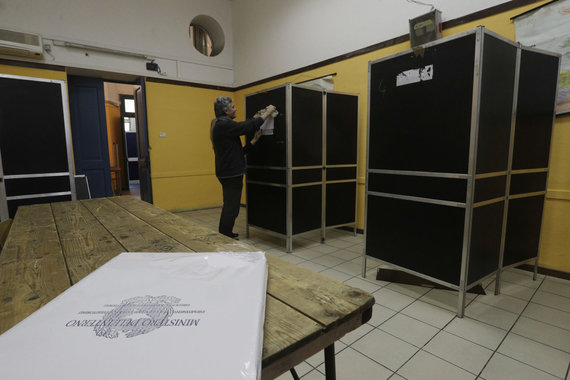 """""""Scanpix""""/AP nuotr./Balsavimo kabinos Italijoje"""