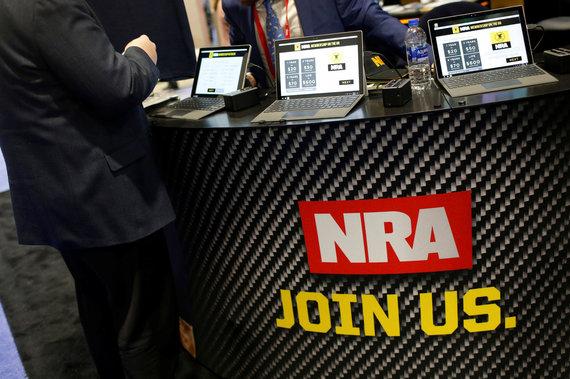 """""""Reuters""""/""""Scanpix"""" nuotr./Nacionalinės šaulių asociacijos (NRA) logotipas"""