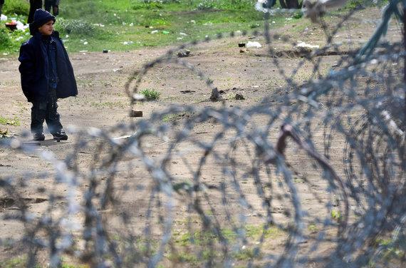 """AFP/""""Scanpix"""" nuotr./Pabėgėlis Vengrijos pasienyje"""