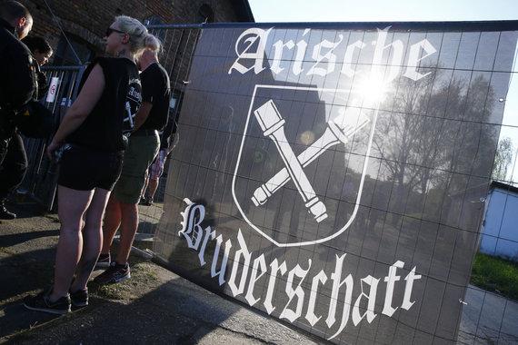 """Reuters""/""Scanpix"" nuotr./Rytų Vokietijoje – festivalis Adolfo Hitlerio gimimo dienos proga"
