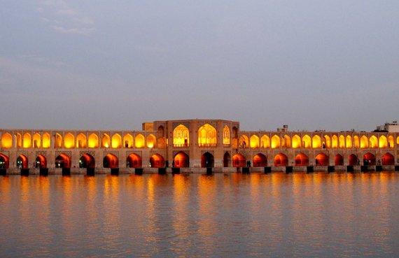 """Kelionių organizatoriaus """"GRŪDA"""" nuotr./Tiltas per Zajanderudo upę, Isfahanas"""