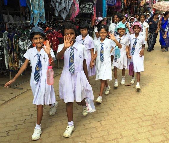 """Kelionių organizatoriaus """"GRŪDA"""" nuotr./Šri Lankos moksleivės"""