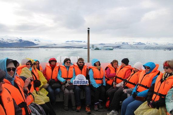 """Kelionių organizatoriaus """"GRŪDA"""" nuotr./""""GRŪDOS"""" keliautojai ledkalnių lagūnoje"""