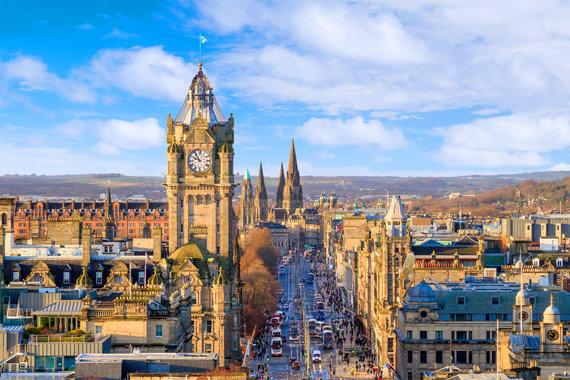 """Kelionių organizatoriaus """"GRŪDA"""" nuotr./Edinburgo pilis Edinburgo senamiestyje"""