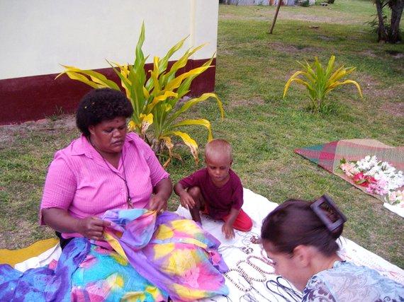 """Kelionių organizatoriaus """"GRŪDA"""" nuotr./Vietinių gėrybių turgelis, Fidžio salynas"""