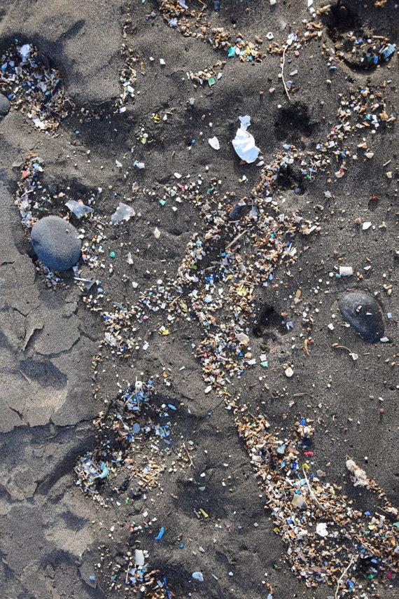 123RF.com nuotr./Mikroplastikas Lanzarotės paplūdimyje