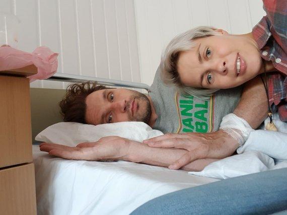 Asmeninio arch. nuotr./Ramūnas Grumbinas su žmona Marija ligoninėje