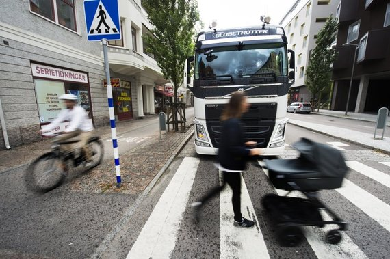 """Volvo Truck Lietuva"" nuotr./Vilkikas gatvėje"