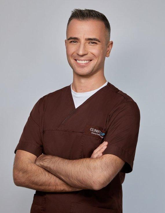 Partnerio nuotr./CLINIC DPC implantuojantis gydytojas – odontologas Simonas Bankauskas