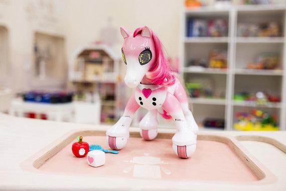Organizatorių nuotr./Metų žaislas, išrinktas 6-8 metų mergaičių: robotas ponis