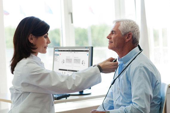 Projekto partnerio nuotr./Gydytojas su pacientu