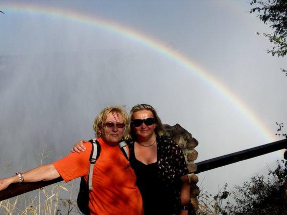 """Kelionių organizatoriaus """"GRŪDA"""" nuotr. /Keliautojos po Afriką: kairėje – L. Šarakauskienė, dešinėje – B. Kalkienė"""