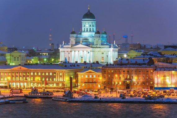 123RF.com nuotr./Šventiniam sezonui pasiruošęs Helsinkis ir virš miesto iškilusi jo katedra