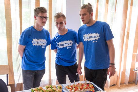 """Marijaus Vaisėtos nuotr. /""""Erasmus+"""" stažuočių patirties pristatymas - Kipro restorane dirbusi komanda"""