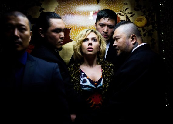 "Vida Press nuotr./Scena iš filmo ""Lucy"". Pagrindinę heroję įkūnijo Scarlett Johansson"