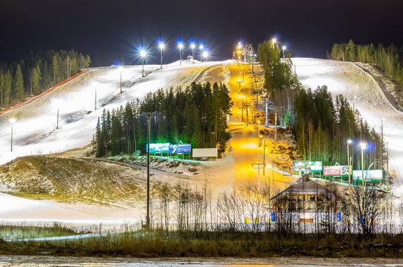 123RF.com nuotr./Himos slidinėjimo kurortas naktį