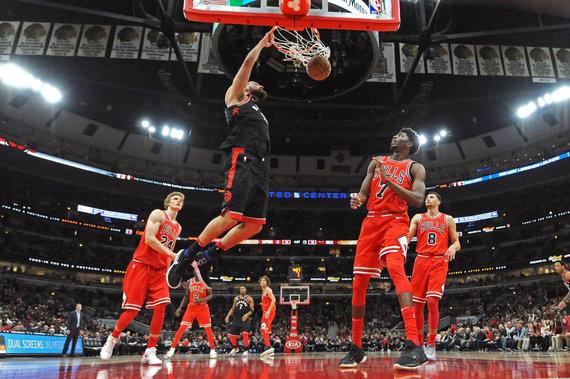 """Patrick Gorski """"USA TODAY Sports""""/Scanpix nuotr. /Jonas Valančiūnas padėjo Toronto """"Raptors"""" išplėšti pergalę prieš Čikagos """"Bulls"""""""