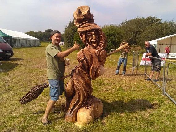 Asmeninio archyvo nuotr. /Medžio skulptoriaus Raimondo Uždravio darbai
