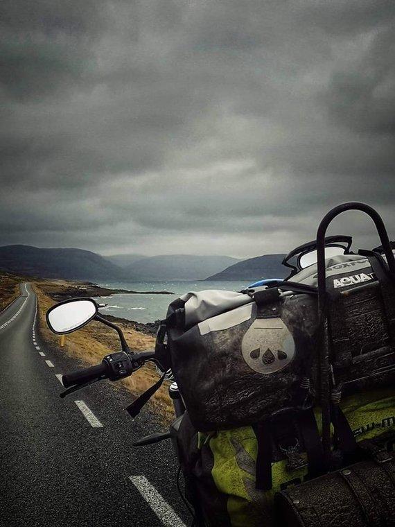 Asmeninio archyvo nuotr. /Islandiją E.Strasevičius apvažiavo motociklu