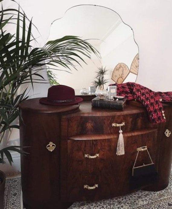 Asmeninio archyvo nuotr. /Didžiojoje Britanijoje gyvenančios Miglės Liorančienės pomėgis – restauruoti senus baldus