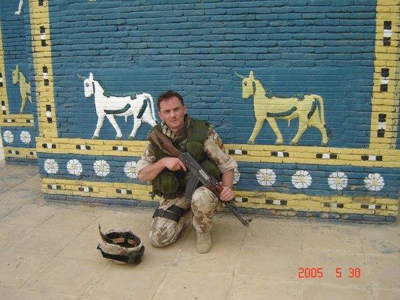 Asmeninio archyvo nuotr. /Misijoje Irake. Prie Ištarės vartų.