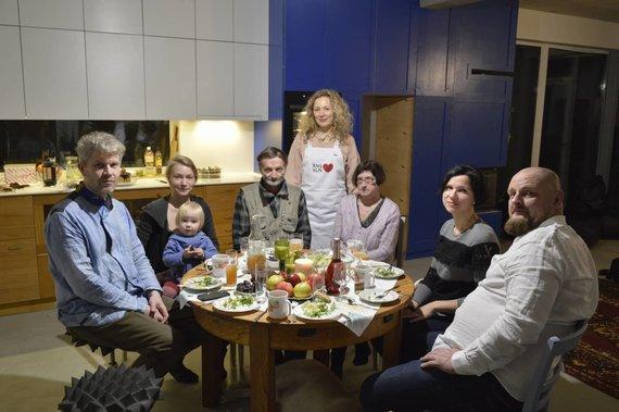 Asmeninio albumo nuotr. /Giedrius Bučas su žmona Asta į savo namus pasikvietė 5 nepažįstamus vilniečius
