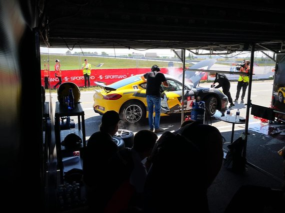 Žilvino Pekarsko / 15min nuotr./Porsche Baltic komanda susidūrė su techniniais rūpesčiais