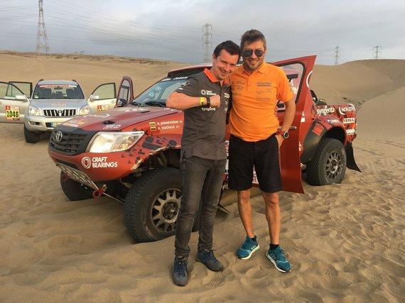 """Komandos nuotr./Antanas Juknevičius ir Darius Vaičiulis išbandė savo """"Toyota Hilux Overdrive"""" Peru kopose"""