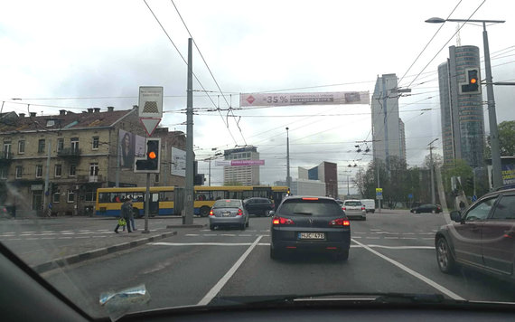 15min skaitytojo nuotr./Neveikiantys šviesoforai Šeimyniškių-Kalvarijų-Konstitucijos pr. sankryžoje sukėlė chaosą