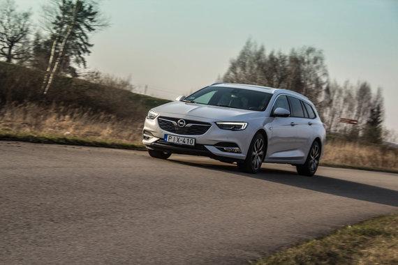 """Aivaro Grigelevičiaus nuotr./""""Škoda Superb"""" prieš """"Opel Insignia"""": čekiškas praktiškumas ar vokišką universalumas?"""
