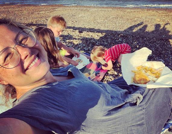 Asmeninio albumo nuotr. /Beata Nicholson su vaikais