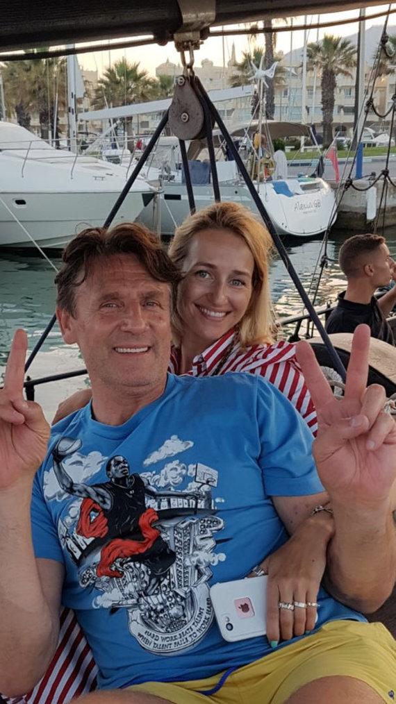 Asmeninio albumo nuotr. /Valdemaras Chomičius su žmona Agne Malagoje