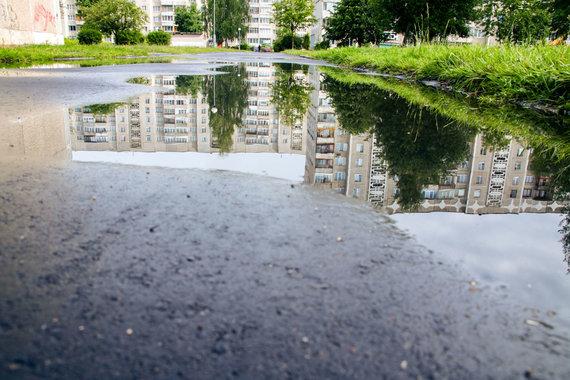 123RF.com nuotr./Asociatyvi nuotrauka senos statybos namams ir vandentiekio avarijai