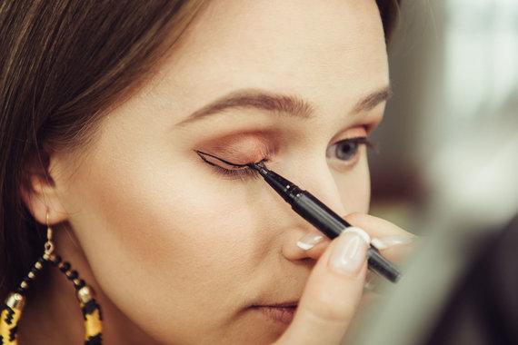 123RF.com nuotr./Kosmetinės priemonės akims