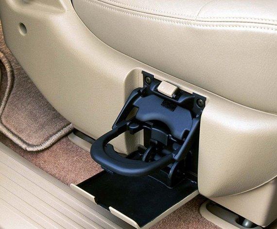 """Gamintojo nuotr./Į 2002-ųjų """"Honda Odyssey"""" miniveno sėdynę sumontuotas puodelio laikiklis"""