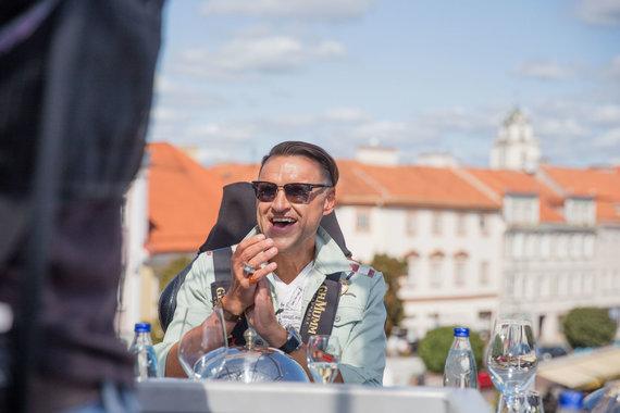 "Josvydo Elinsko / 15min nuotr./Žilvinas Grigaitis ""Dinner in the sky"""