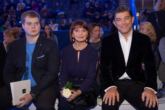 Josvydo Elinsko / 15min nuotr./Astos Valentaitės mama Vanda Valentienė ir Glenas Manchester (dešinėje)