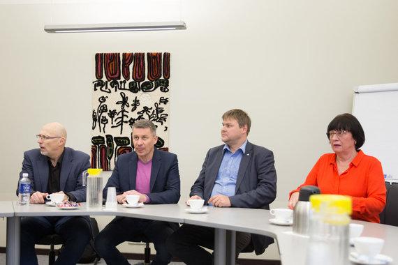Josvydo Elinsko / 15min nuotr./Švietimo profsąjungos pasirašė derybų protokolą dėl etatinio modelio pataisymų