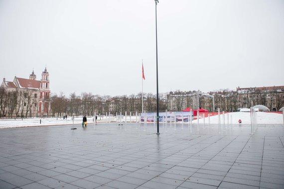 Josvydo Elinsko / 15min nuotr./Pirmoji žiema grasina Lukiškių aikštei - ryškėja nelygumai