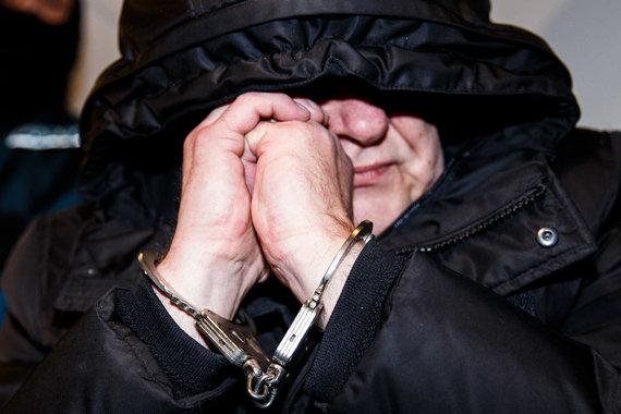 Josvydo Elinsko / 15min nuotr./Į Vilniaus apylinkės teismą atvedami sulaikytieji teisėjų korupcijos byloje
