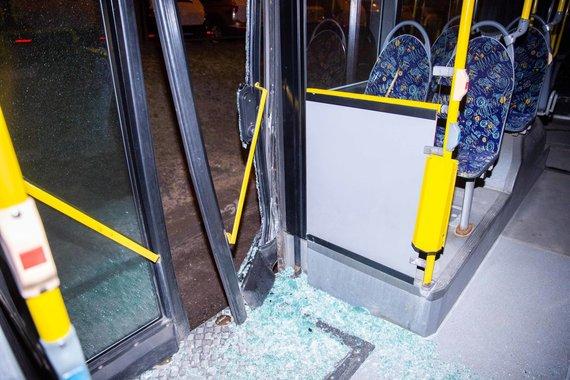 Josvydo Elinsko / 15min nuotr./BMW ir autobuso avarija Ukmergės gatvėje