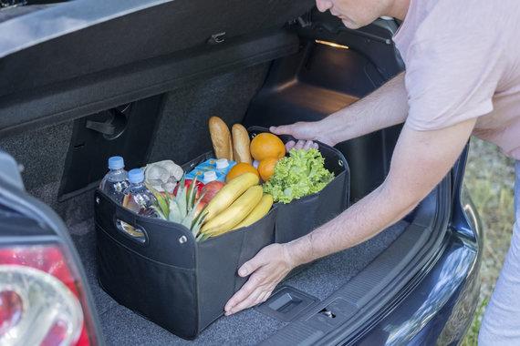 123RF.com nuotr./Pirkiniai automobilio bagažinėje