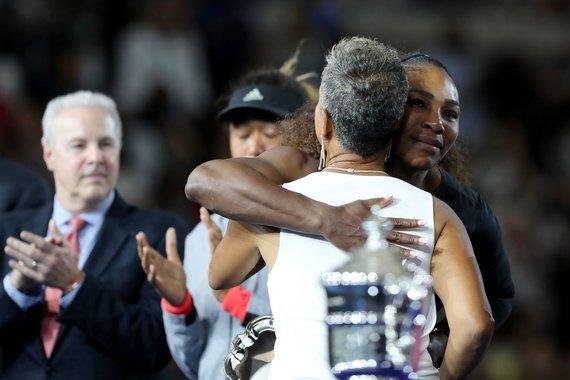 """AFP/""""Scanpix"""" nuotr./Serena Williams ir Katrina Adams"""