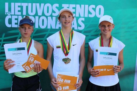 Tomo Ganusausko nuotr./Lietuvos keturiolikmečių teniso čempionato prizininkės