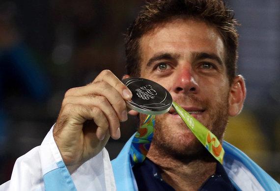 """""""Reuters""""/""""Scanpix"""" nuotr./Juanas Martinas Del Potro su 2016 metų Rio olimpinių žaidynių sidabro medaliu"""