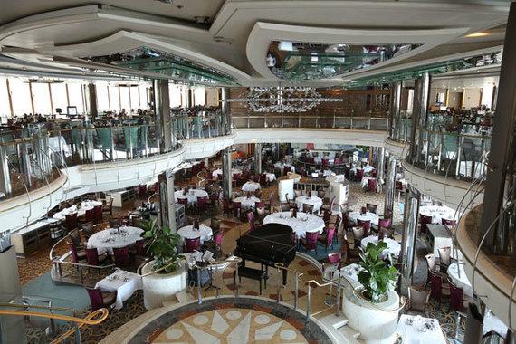 Vakarų ekspreso nuotr. /Vieno kruizinio laivo restoranas