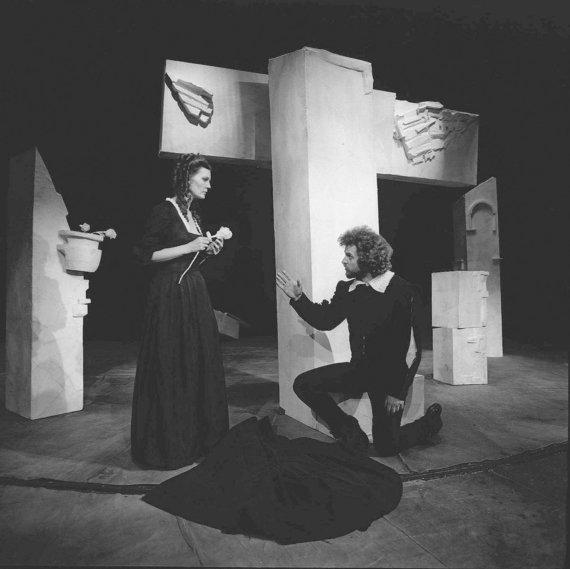 """Aleksandro Ostašenkovo nuotr./Spektaklis """"Don Žuanas"""", rež. J.Javaitis, 1984 m."""
