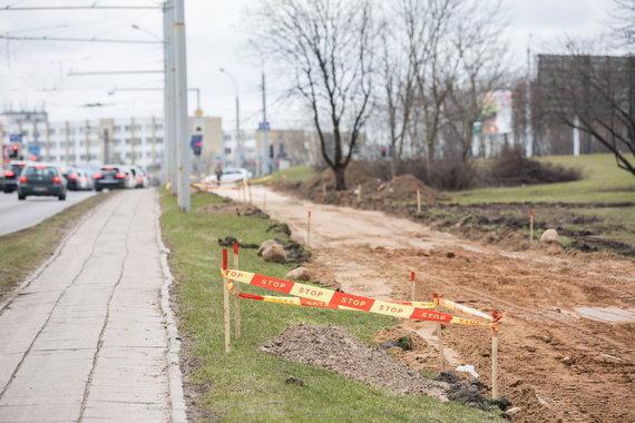 Sauliaus Žiūros nuotr./Vilniuje tiesiamas naujas dviračių takas.